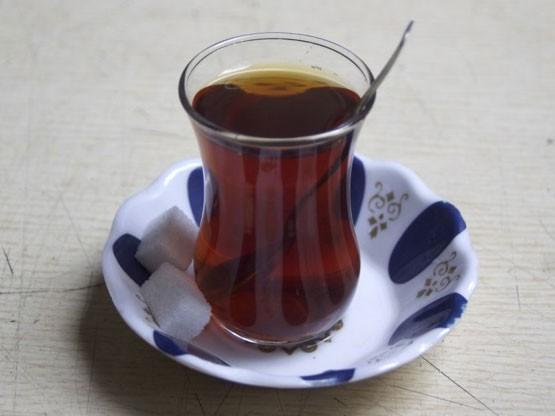 Antioksidanlar- Polifenol içeriği yüksek olan siyah çay, DNA hasarını engelleme ile ilişkilidir.