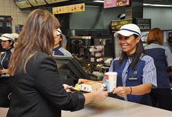 McDonald's'ta servise yönetim kadrosu geçti