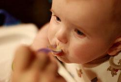 Bebeğiniz ek gıdalara ne zaman başlamalı?