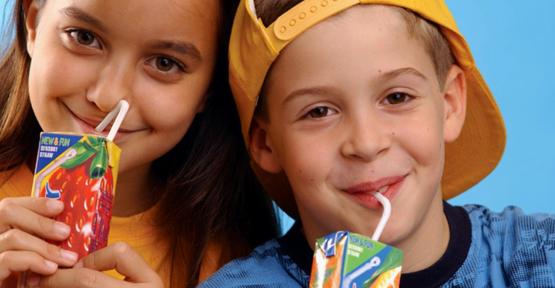 Çocuklar için 1 bardak meyve suyu