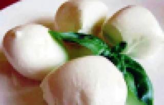 Afyon'da mozzarella üretiliyor