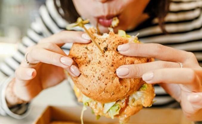 İşlenmiş gıdalar depresyon riskini artırıyor